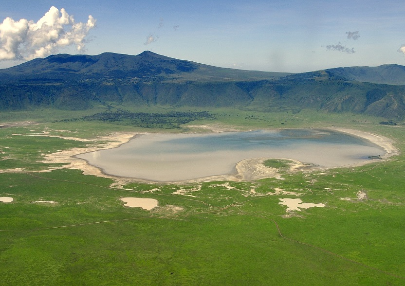 <h3 class='general-font title small white text-uppercase text-center'>Crater Ngorongoro</h3>                              <p class='general-font small white text-justify'>The Ngorongoro Crater is a volcanic cavity located in the plain of the Serengeti.                             The concentration of wildlife in the crater is impressive: it is estimated that it is inhabited by more                             than 25,000 animals.</p>